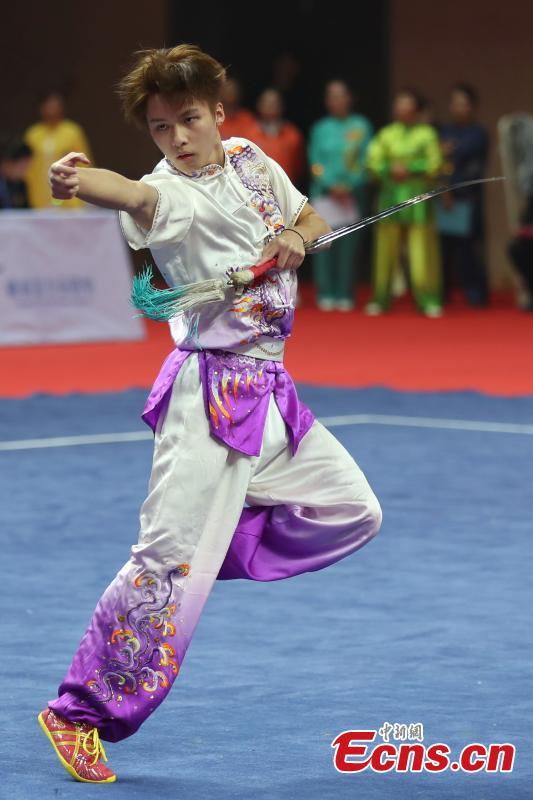 中新社】Kungfu masters show stunts at wushu championship in Nanjing